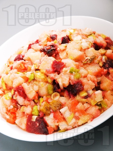 Картофена салата с червено цвекло - снимка на рецептата